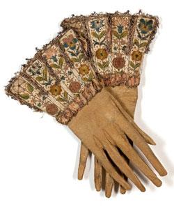 Paire de gants d'homme à crispins, 1630 © Paris - Les Arts décoratifs