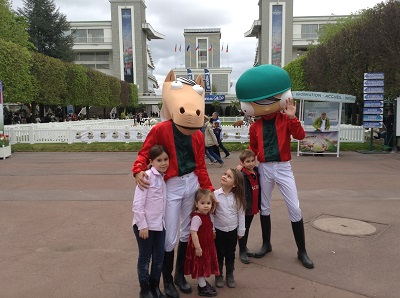 france galop enfant mascottes jvc