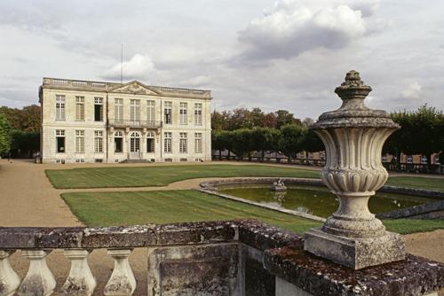 Château de Bouges, façade sur jardin