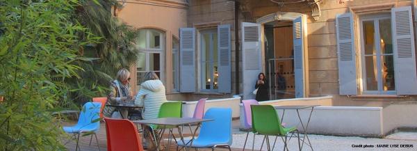 Marseille-dejeuner-terrasse-exterieure-restaurant-marseille-1024x372