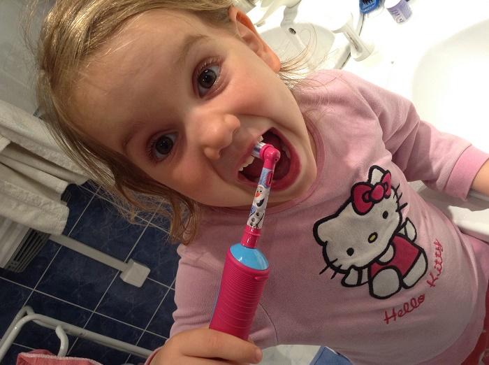 oralB-brosse à dents-jvc-jevouschouchoute